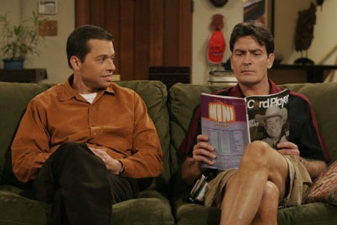 Dos hombres y medio fondo de pantalla possibly with a cena, comedor and a sign called Charlie and Alan Harper