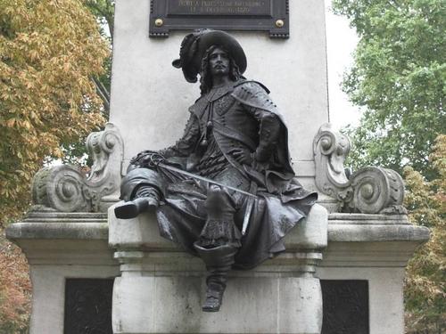 D'Artagnan Bronze Statue 壁纸