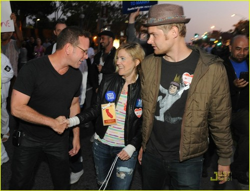 Drew Barrymore Attends Gay Marriage Rally