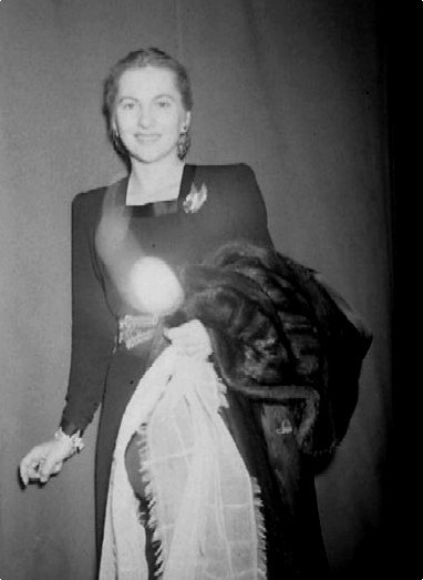 Joan Fontaine - candid