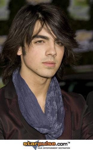 Kim Jones:Joe (Joe Jonas)