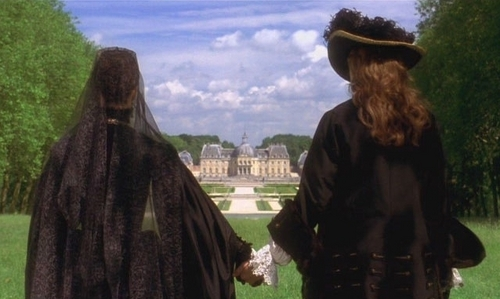 King Louis and 퀸 Mother Anne Gazing at Versailles