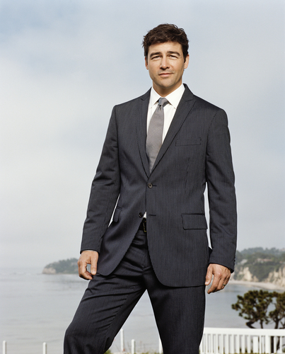 Kyle Chandler wallpaper with a business suit, a suit, and a two piece entitled Kyle Chandler