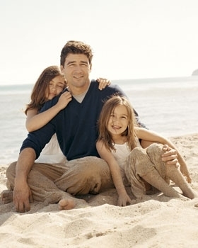Kyle & Daughters - kyle-chandler Photo