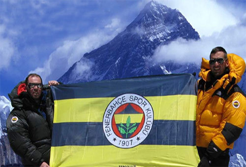 MOUNT_EVEREST_FENERBAHCE_FLAG