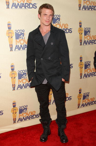 http://images2.fanpop.com/images/photos/6400000/MTV-Awards-Arrivals-twilight-series-6493245-390-594.jpg