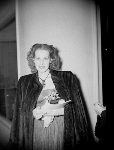 phim cổ điển hình nền probably with a business suit and a well dressed person entitled Maureen O'Hara - candid