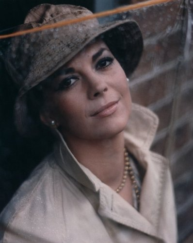 나탈리 우드 바탕화면 with a fedora, a boater, and a campaign hat titled Natalie Wood