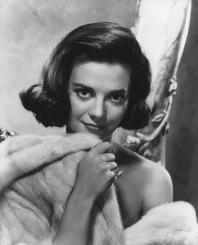 나탈리 우드 바탕화면 containing a 모피 coat, a mink, and a 모피 called Natalie Wood