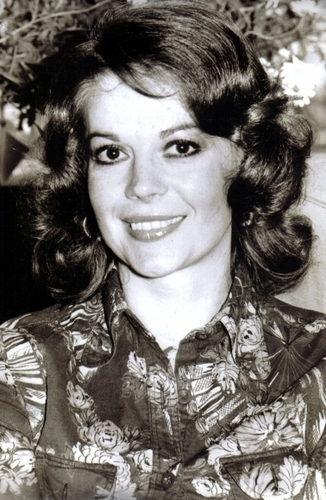 Натали Вуд Обои probably with a green берет and a portrait entitled Natalie Wood