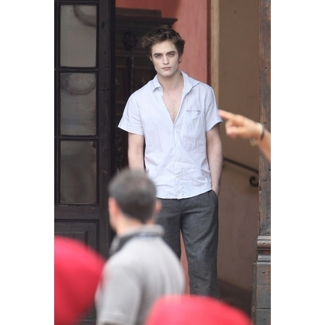 http://images2.fanpop.com/images/photos/6400000/New-Pic-of-New-Moon-twilight-series-6435662-468-468.jpg