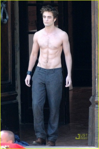 Robert Pattinson: 'New Moon' Shirtless!