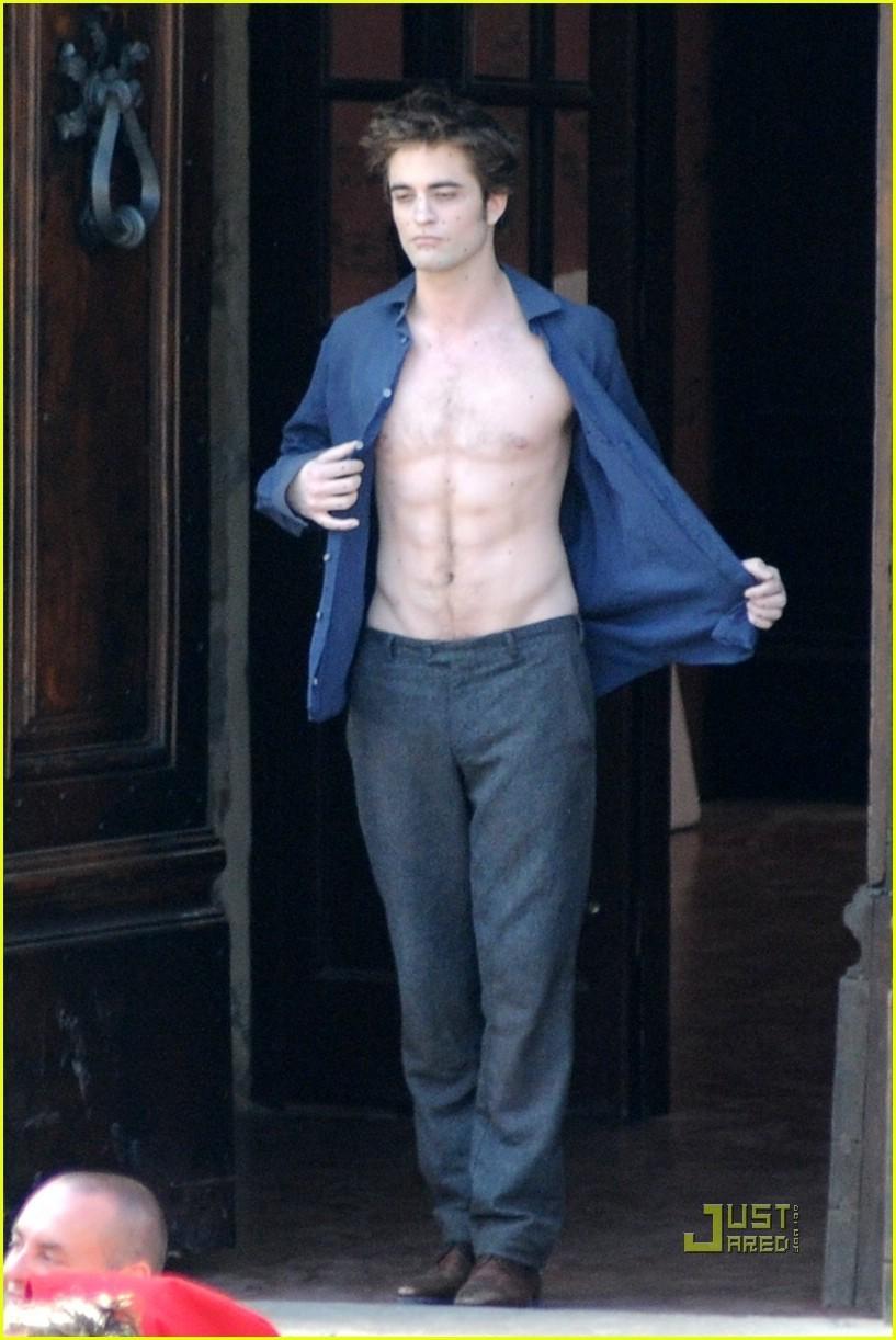 Robert Pattinson: 'New Moon' Shirtless!