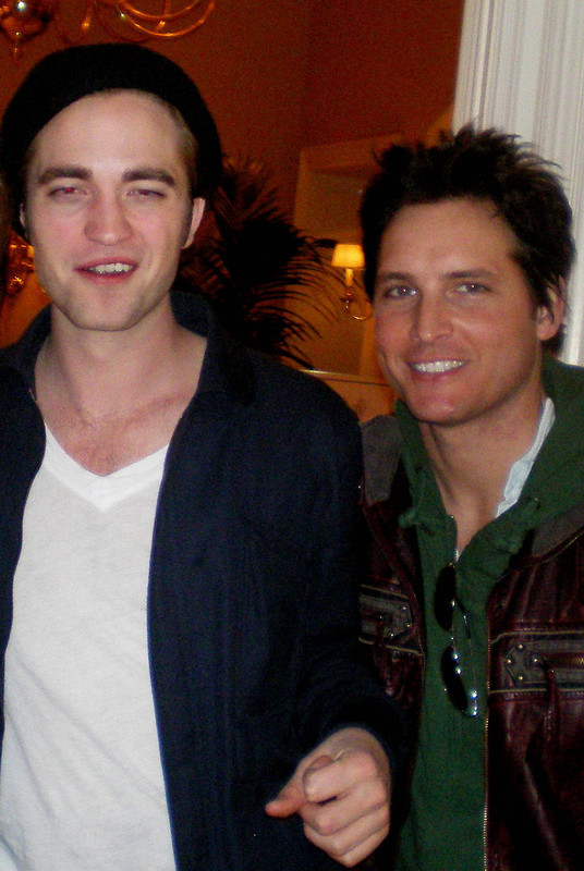 http://images2.fanpop.com/images/photos/6400000/Robert-Pattinson-robert-pattinson-6449008-536-800.jpg