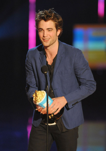 http://images2.fanpop.com/images/photos/6400000/Robert-twilight-series-6494604-422-600.jpg