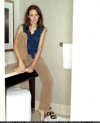 Amy Acker achtergrond probably with a bathroom, a washroom, and a keuken-, keuken titled Session 5 Photoshoot