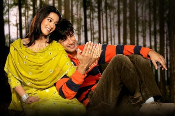 http://images2.fanpop.com/images/photos/6400000/Shahid-and-Amrita-amrita-rao-6433003-564-376.jpg