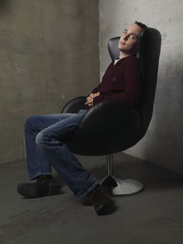 Sheldon Cooper wallpaper probably containing a living room, a business suit, and a couch entitled Sheldon Cooper - Jim Parsons