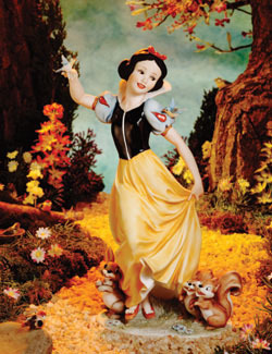 Snow White and the Seven Dwarfs wallpaper with a bouquet and a bridesmaid called Snow White Statue