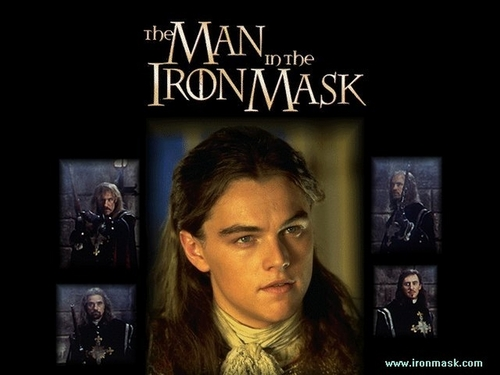 The Man in the Iron Mask karatasi la kupamba ukuta