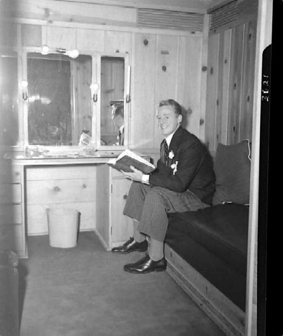 Van Johnson in his dressing room - candid