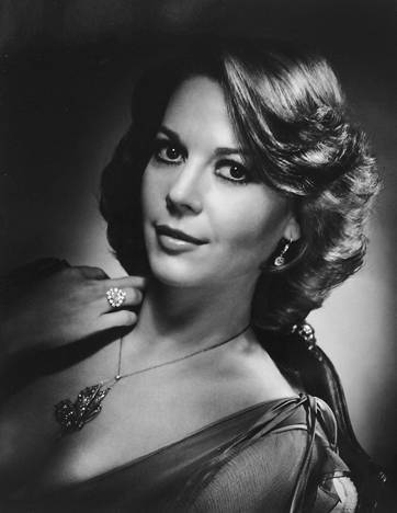 Natalie Wood Hintergrund probably containing a portrait entitled black and white Fotos