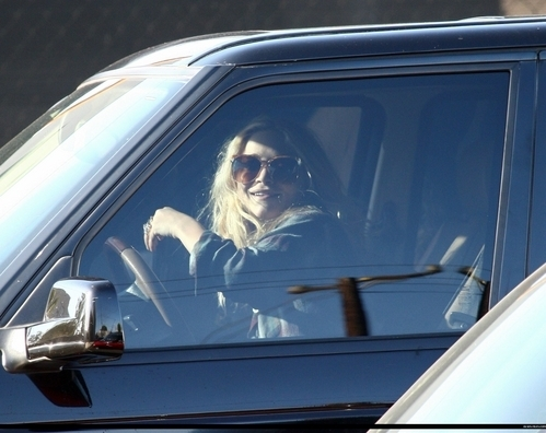 Mary-Kate & Ashley Olsen wallpaper with an automobile called candids