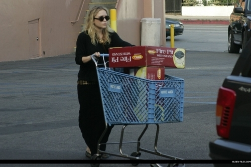 Mary-Kate & Ashley Olsen wallpaper titled candids
