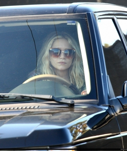 Mary-Kate & Ashley Olsen wallpaper probably containing an automobile entitled candids