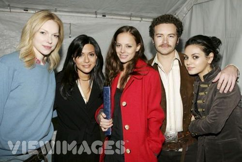 Jackie & Hyde Обои probably containing a well dressed person and an outerwear titled mila kunis and danny masterson known as jackie and hyde
