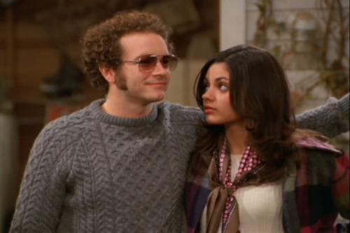Jackie & Hyde Обои containing a pullover entitled mila kunis and danny masterson known as jackie and hyde