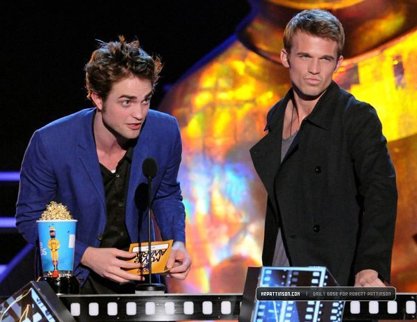 http://images2.fanpop.com/images/photos/6400000/mtv-movie-awards-twilight-series-6494275-600-464.jpg