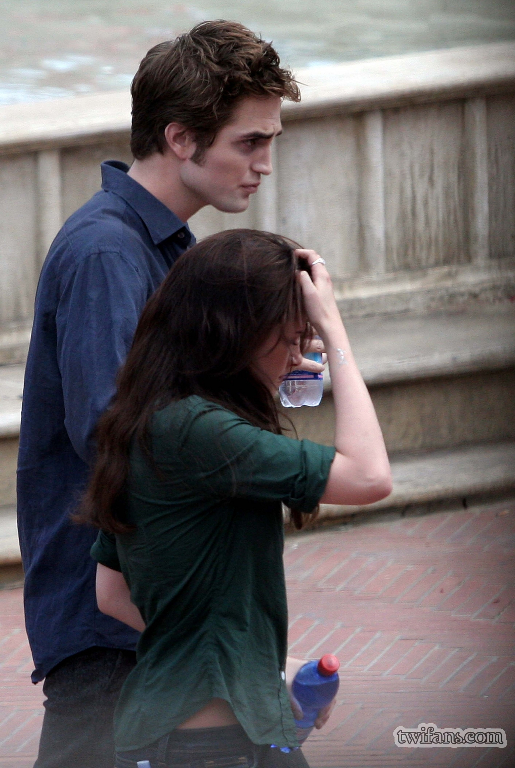 http://images2.fanpop.com/images/photos/6400000/on-set-twilight-series-6431716-1718-2560.jpg