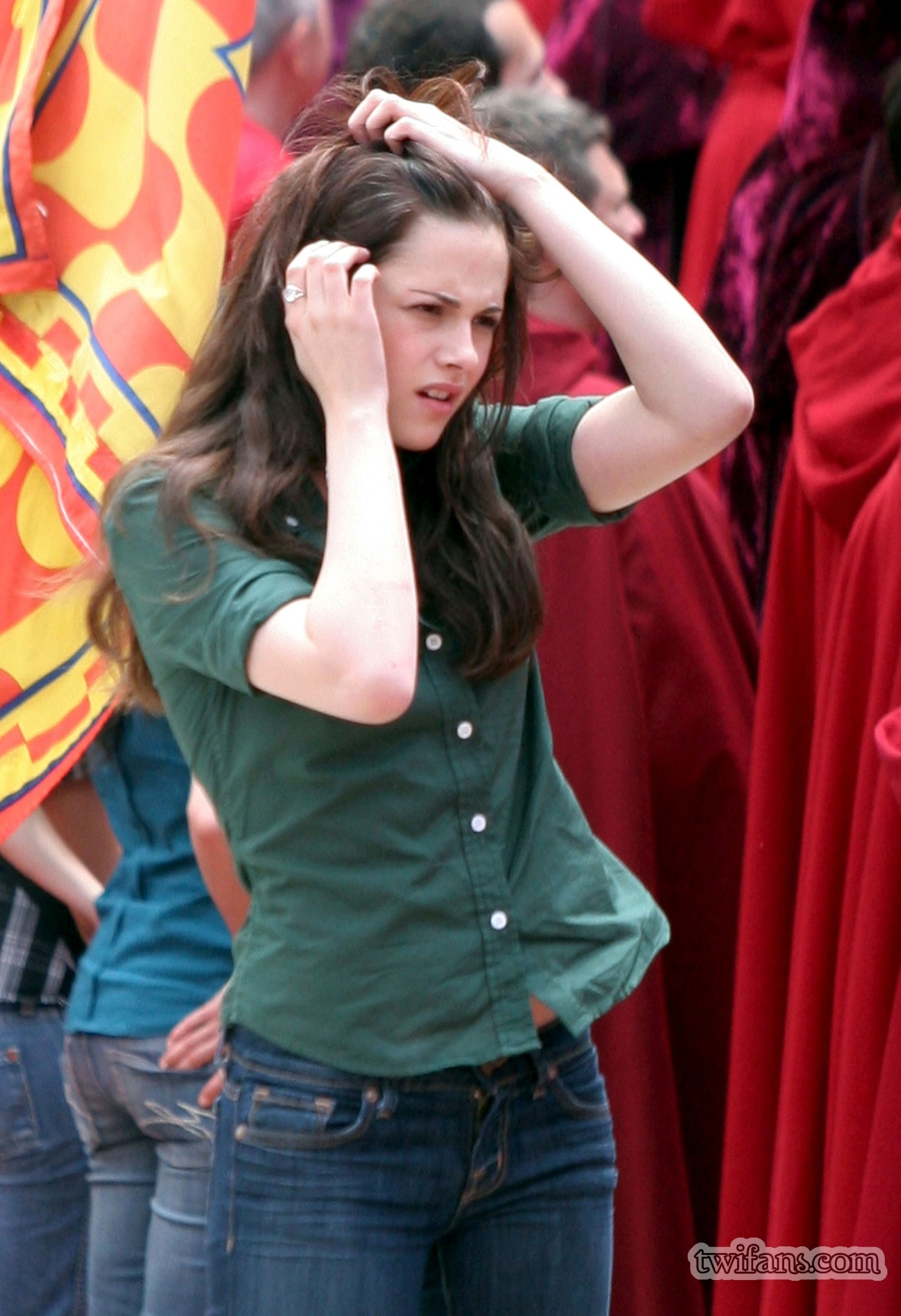 http://images2.fanpop.com/images/photos/6400000/on-set-twilight-series-6431799-1752-2560.jpg