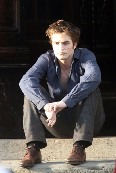 http://images2.fanpop.com/images/photos/6400000/robert-3-twilight-series-6426055-404-604.jpg