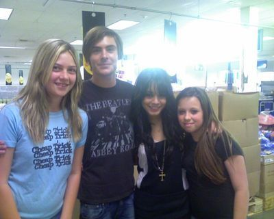 zac efron and Vanessa with fans