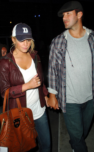 Tony Romo and Jessica Simpson at the Lakers Game