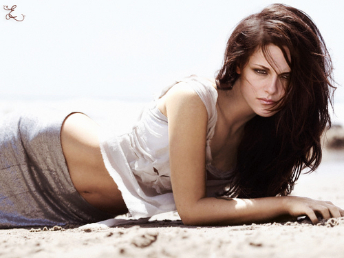 Beach Photoshoot: Kristen/Bella Manip