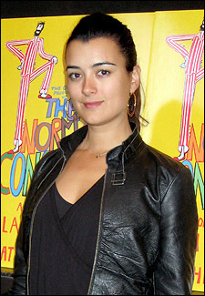 Cote de Pablo fond d'écran probably with a hip boot titled Cote