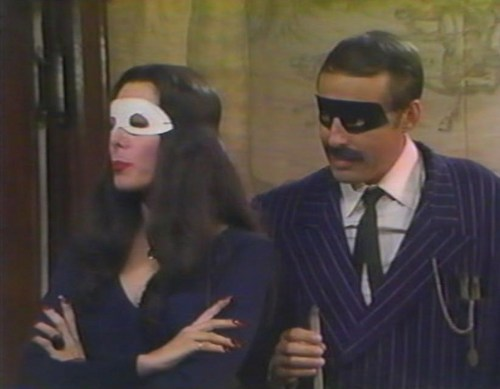 ハロウィン With the New Addams Family - Fake Morticia & Gomez