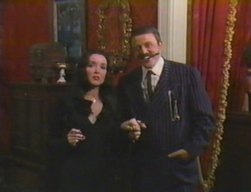 Dia das bruxas With the New Addams Family - Gomez and Tish