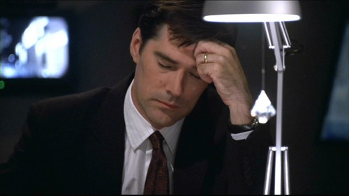 SSA Aaron Hotchner karatasi la kupamba ukuta containing a business suit entitled Hotch