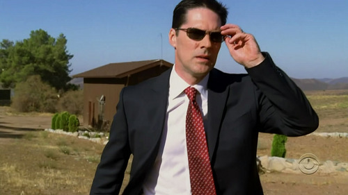 SSA Aaron Hotchner پیپر وال containing a business suit titled Hotch
