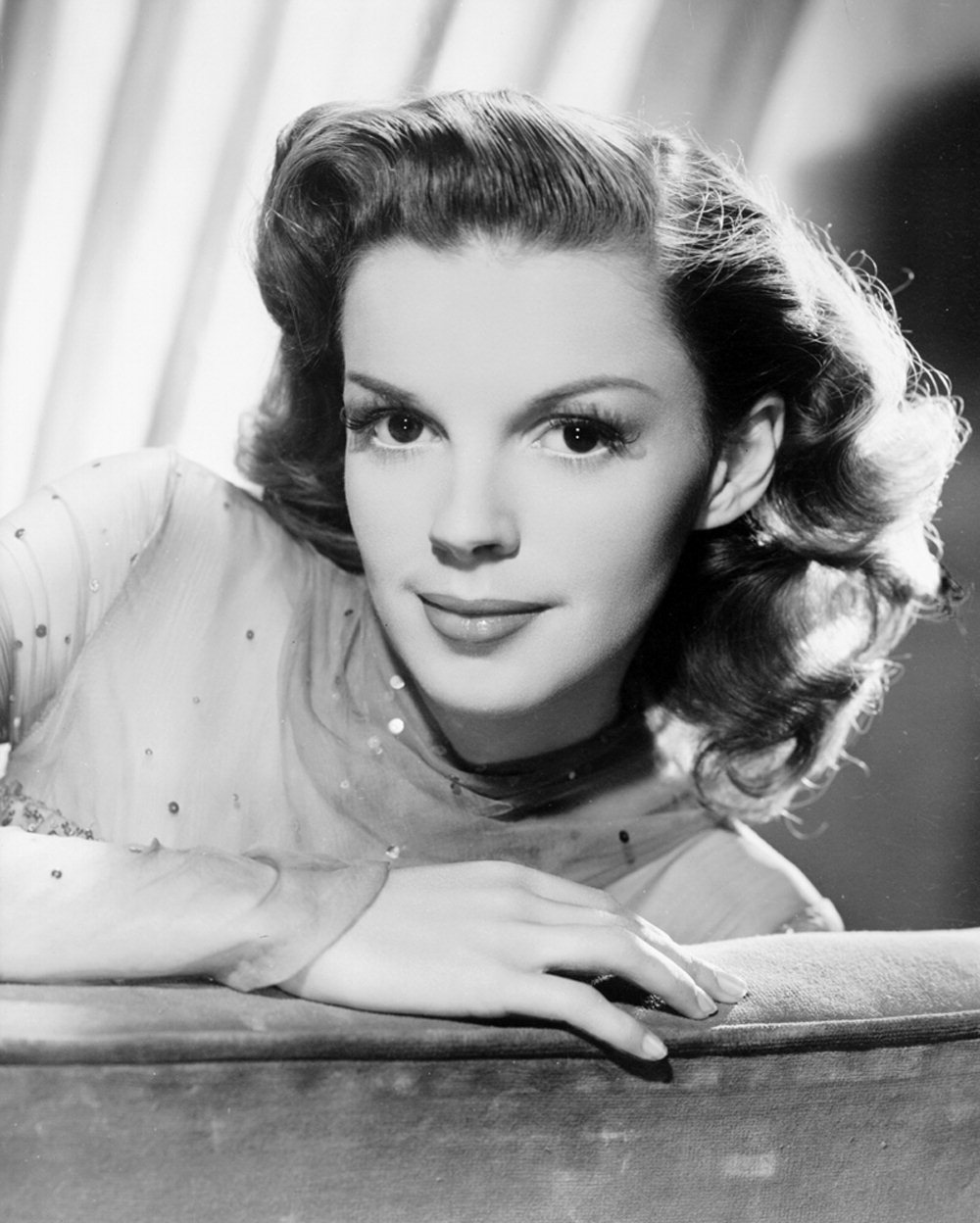 Judy garland classic movies photo 6553312 fanpop for Classic christmas films black and white