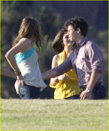 Miley & Nick on Set New musique Video