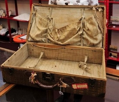 Millvina Dean's 100-Year-Old 泰坦尼克号 Suitcase