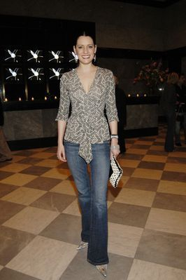 Paget Brewster fond d'écran probably with a pantleg, pantalon and long trousers entitled Paget Brewster