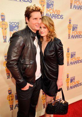 Peter & Elizabeth Peter-Elizabeth-MTV-Movie-Awards-esme-and-carlisle-cullen-6503832-280-400