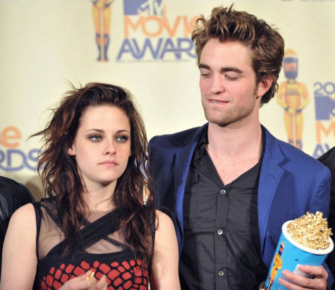 pics of kristen stewart and robert pattinson kissing. (From L) Kristen Stewart and