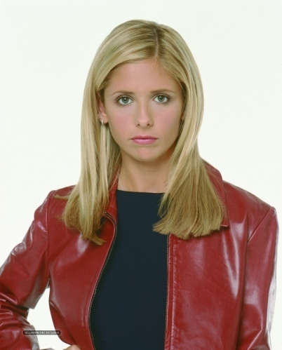 Buffy Summers karatasi la kupamba ukuta possibly containing a blouse and an outerwear called Rare Buffy promo pics